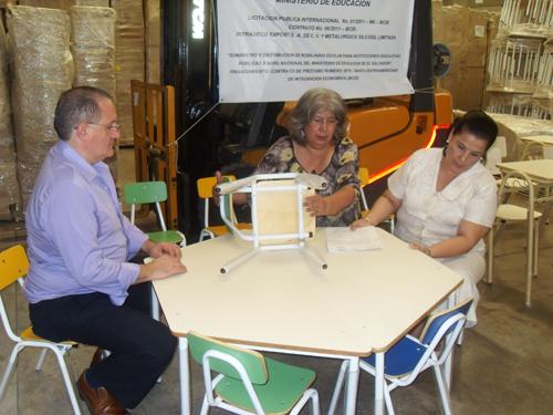 Mined entrega mobiliario a m s de 600 escuelas for Mobiliario para parvulos