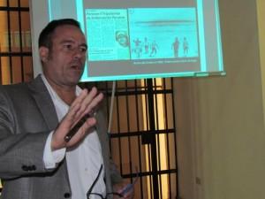 Roberto Gallardo expone los casos registrados en El Salvador.