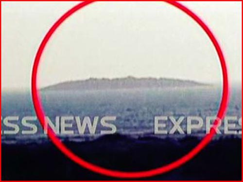 Imagen que presenta el sitio web de La Voz de Rusia, mostrando la isla que emergió tras el terremoto de 7.7 grados en Pakistán