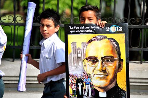 Monseñor Romero alumnos del colegio Emiliani  piden canonizacion 04 RQ