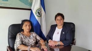 Acompañada con María Edelmira de Pérez, el enlace consular en el caso.