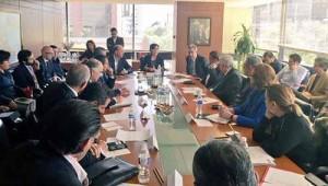 Gabinete reunido para tomar medidas de emergencia.