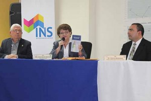 Ministra de Salud presenta el manual de prevención y educación sobre pesticidas.