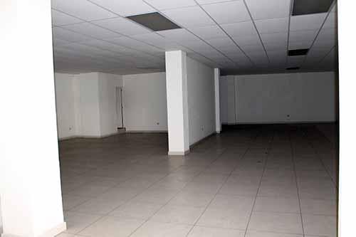 Espacios interiores en el segundo nivel del mercado.