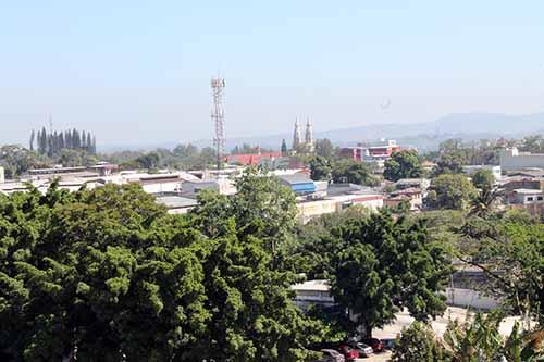Al costado oriente se puede observar la Catedral Metropolitana.