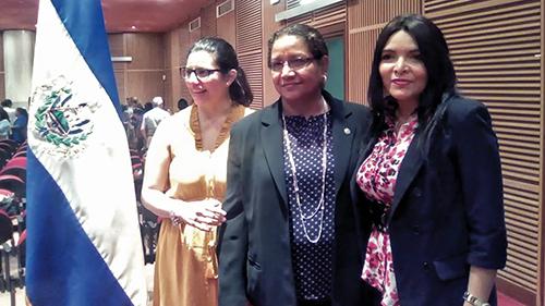 liderazgo de la mujer en la empresa salvadorena: