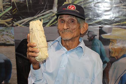 Don José, ha pasado 60 años de su vida haciendo panela.