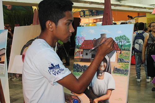 Joven pintor de Suchitoto.