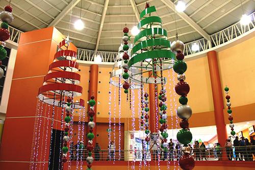 Esta navidad la magia de santa est en plaza mundo - Decoracion navidena para comercios ...