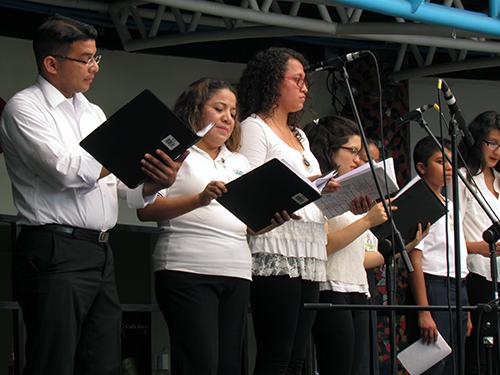 Coro de la orquesta interpretando en Náhuat.
