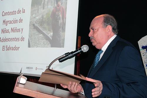 Embajador de México, Orlando Arvizu, expone el proyecto conjunto.