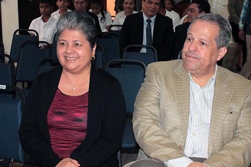 Mariella Vélez, Embajadora de Guatemala, y Mario Salinas, Cónsul de Honduras.