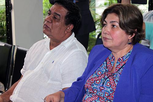 Reynaldo Villegas, Alcalde de San Rafael Oriente, y Elda Tobar, Directora del ISNA.