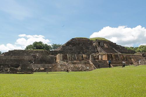 Ruinas de El Tazumal, vestigio ancestral en Chalchuapa.