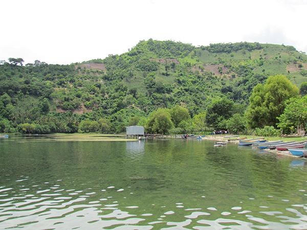 Lago de Ilopango, compartido por San Salvador y Cuscatlán. El turismo en la zona es bienvenido.
