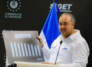 Titular de la SIGET explicando la situación actual del país